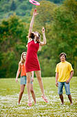 US college students playing frisbee