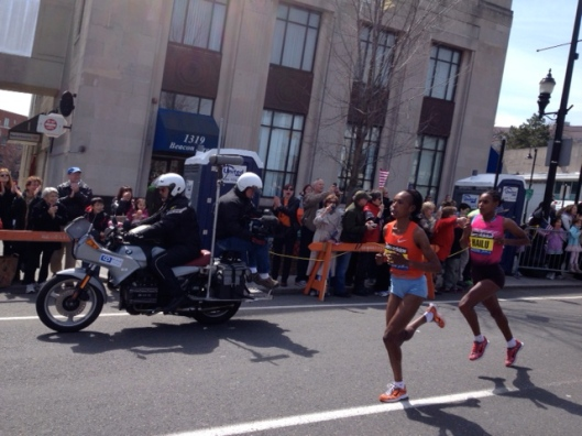 The first women runners at mile 24.